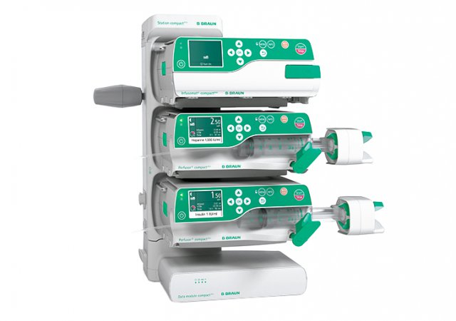 Docking station for 1-3 infusion pumps. The tool-free installation of up to 6 stations, in one or two columns, enables easy and fast data communication with a maximum of 18 infusion pumps. ||